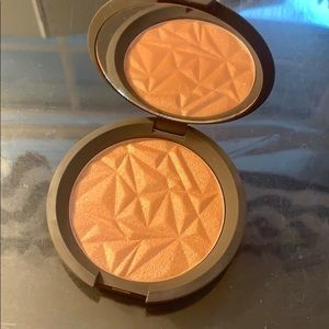 Becca Bronzed Amber shimmering skin perfector
